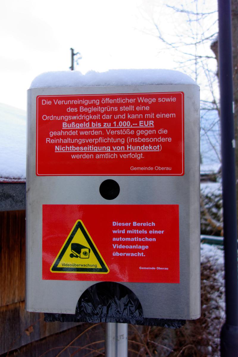 Schild auf Hundekottütenspender